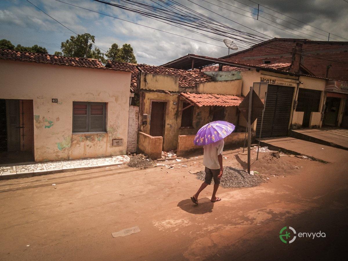 Passante con ombrello